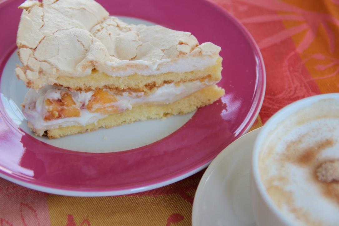 Torte mit Pfirsich