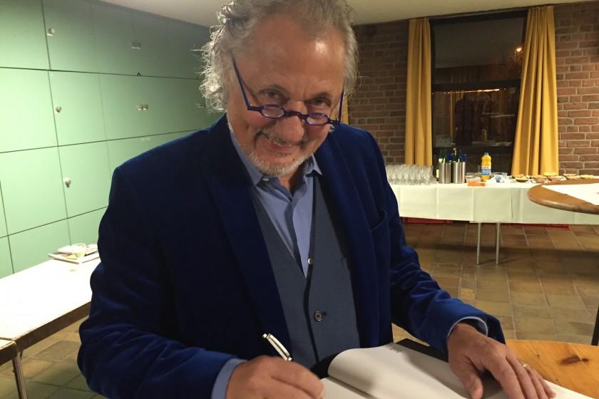 Konrad Beikircher signiert